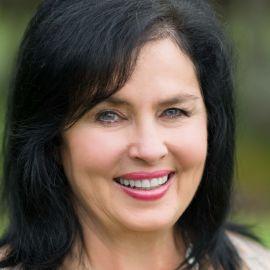 Kay Robertson Headshot