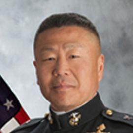 Daniel Yoo Headshot