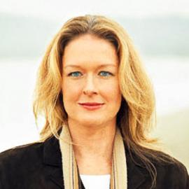 Amy Wallace Headshot