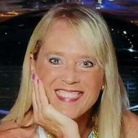 Debbie Leoni Headshot