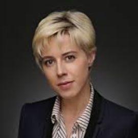 Sophie Watts Headshot