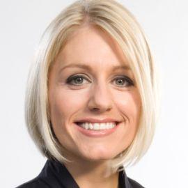 Rebecca Lowe Headshot