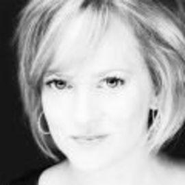 Mary Anne Connolly Headshot