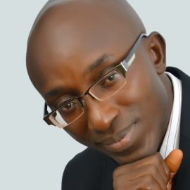 Yemi Adetayo Headshot