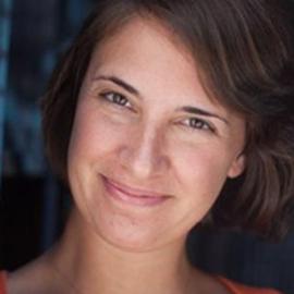Julia Barrett Headshot