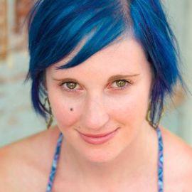 Amy Ewing Headshot