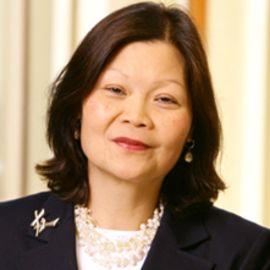 Carolyn Woo Headshot