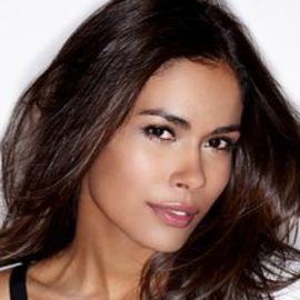 Daniella Alonso Headshot