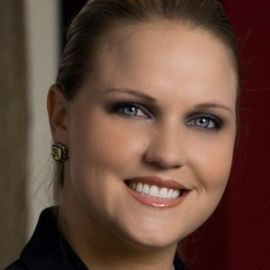 Dr. Laura Pettler Headshot