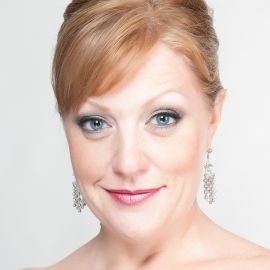 Kerstin O'Shields Headshot
