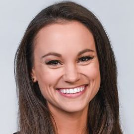 Emily Calandrelli Headshot