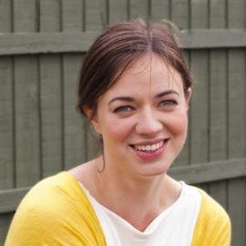 Frances Tophill Headshot
