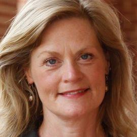 Lili Powell Headshot