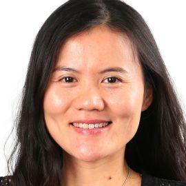 Lucy Peng Headshot