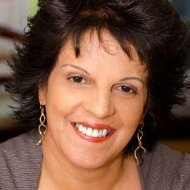 Pam Warren Headshot