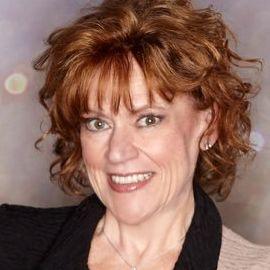 Liz Jazwiec Headshot