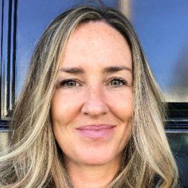 Danielle Krettek Headshot