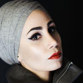 Tahereh Mafi Headshot