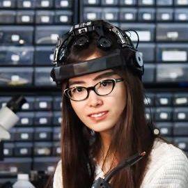 Kelly Peng Headshot