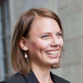 Laura Nirider Headshot