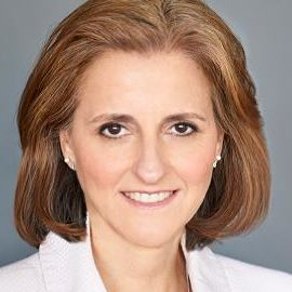 Lynne Biggar Headshot