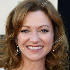 Julie White Headshot