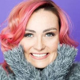 Molly Burke Headshot