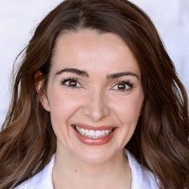 Julie Carrier Headshot