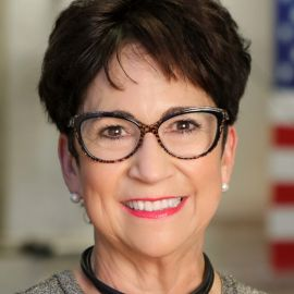 Nancy Tengler Headshot