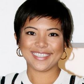 Jen Rubio Headshot