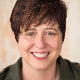 Jen McFarland Headshot