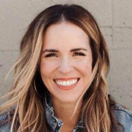 Rachel Hollis Headshot