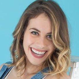 Lucie Fink Headshot