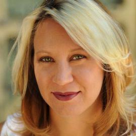 Rachel Louise Snyder Headshot
