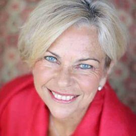 Amanda Gore Headshot