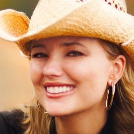 Sarah Frey Headshot