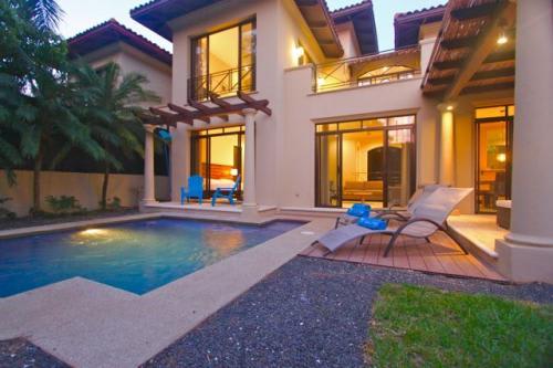 Fabulous 3 Bedroom Villa  En Suite At The Beach!