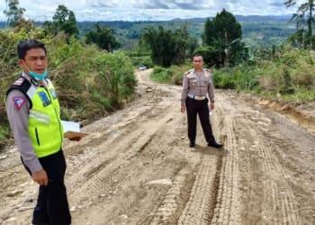 Titik ruas jalan Parapat di lintas alternatif, Simpang Palang - Simpang Sitahoan, Kecamatan Girsang Sipangan Bolon, Kabupaten Simalungun yang belum beraspal. (FOTO ANTARA/HO)