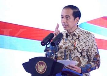 ILUSTRASI. Jokowi tegaskan tak hanya peserta BPJS yang dapat vaksin Covid-19