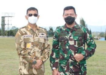 Kol Inf Waston Purba SIP (kanan) bersama Bupati Kabupaten Simalungun DR JR Saragih SH MM (kiri)