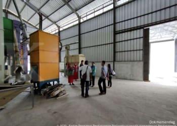 ILUSTRASI. Jelang panen padi, Kliring Berjangka Indonesia (KBI) mendorong petani memanfaatkan fasilitas resi gudang.