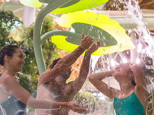 ביתן משחקי המים בסנטר פארקס.jpg