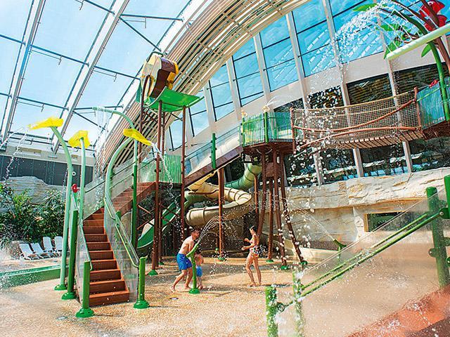 ביתן משחקי המים הכפול בסנטר פארקס.jpg