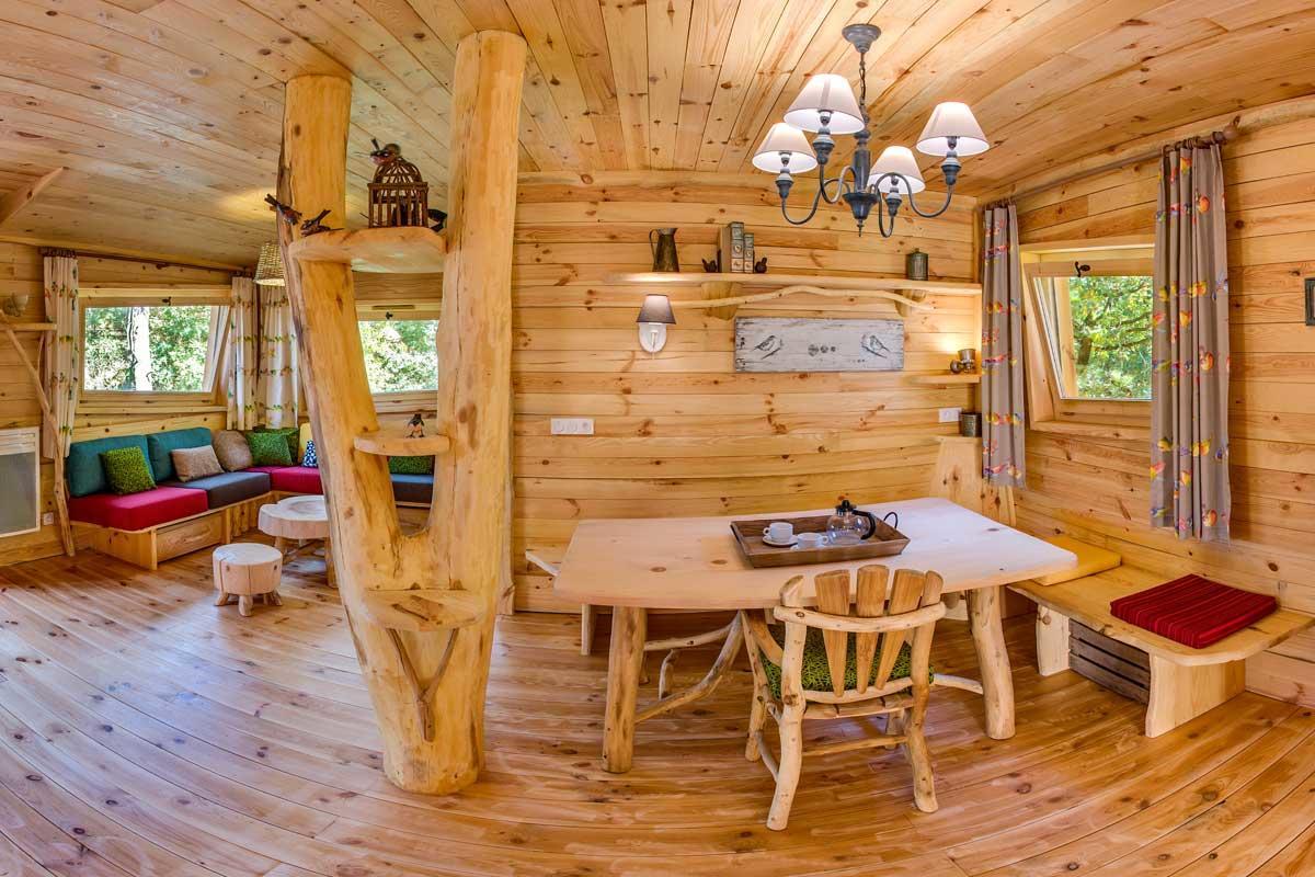 בקתה בנויה על עץ ל 6 אנשים בכפר הנופש לה בואה או דם – 1