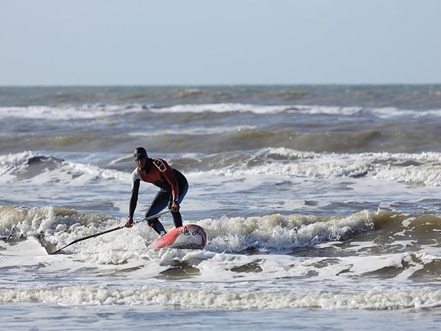 גלישת גלים בסנטר פארקס.jpg
