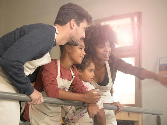הורים וילדים מבשלים ביחד בוילאז נטור.jpg