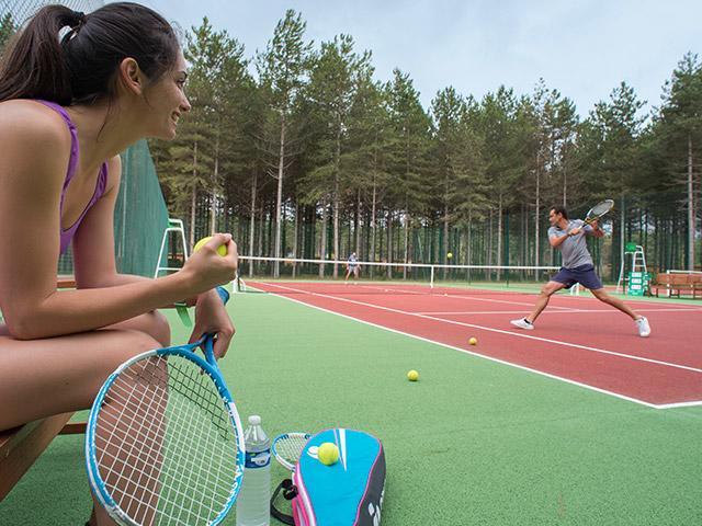 טניס בחוץ בסנטר פארקס