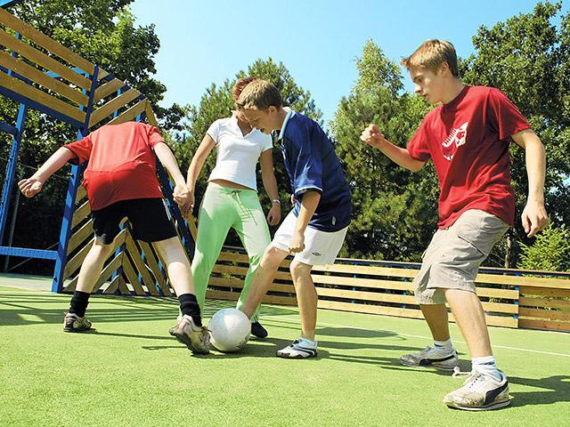 כדורגל בחוץ בסנטר פארקס