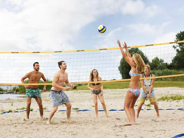 כדורעף חופים בסנטר פארקס.jpg