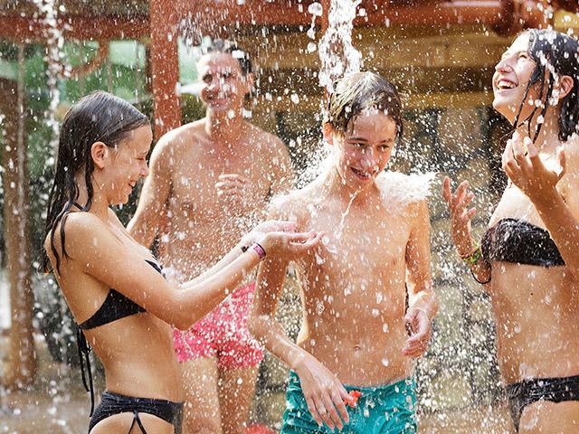 מסיבת מים בסנטר פארקס